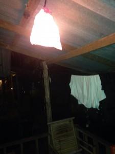 rosa plastpåse för lite mer mysbelysning på verandan, koh Chang Siam Hut