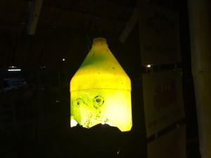 Plastflaska för mjukare belysning